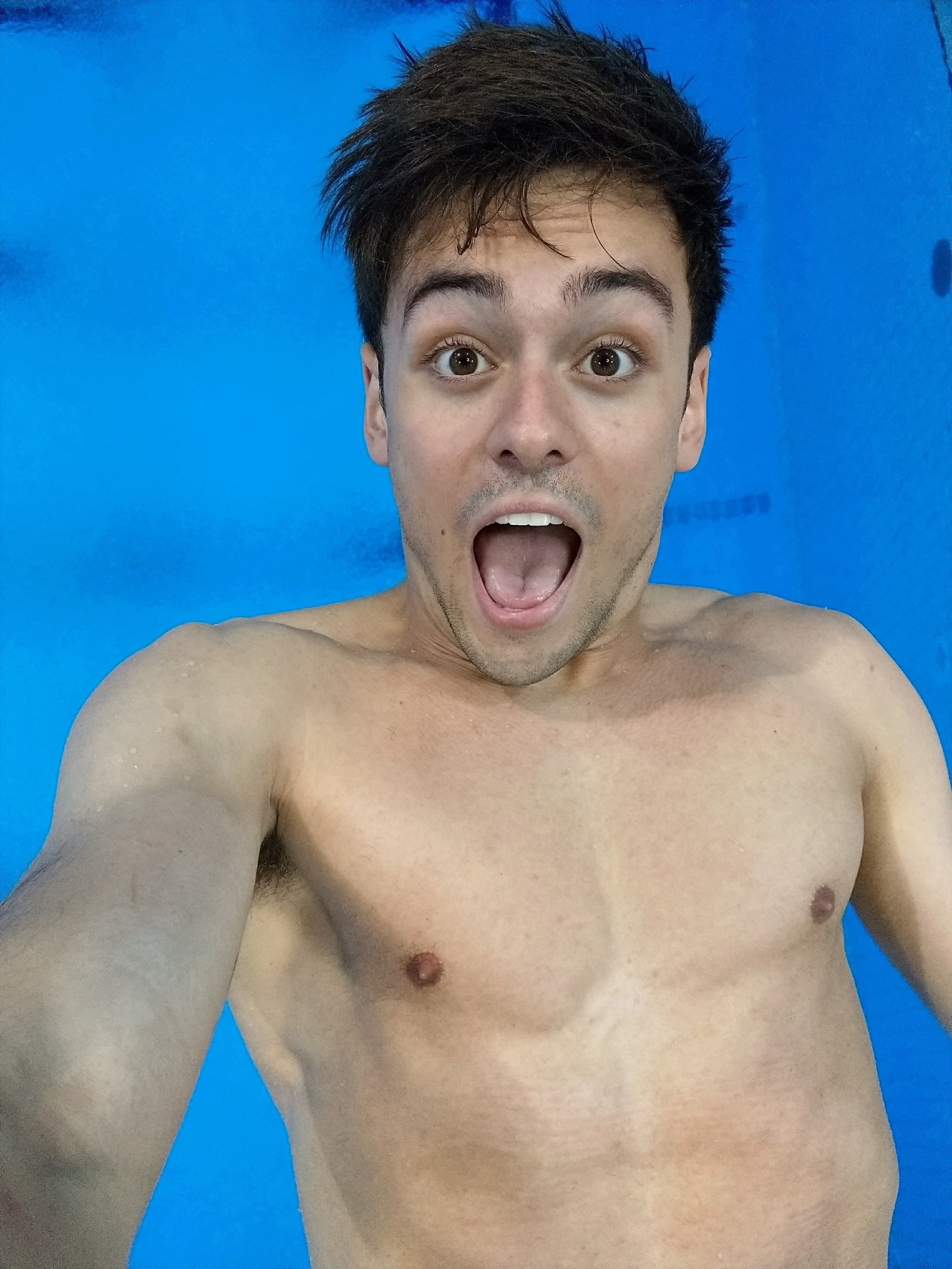 Tom Daley takes a selfie mid dive