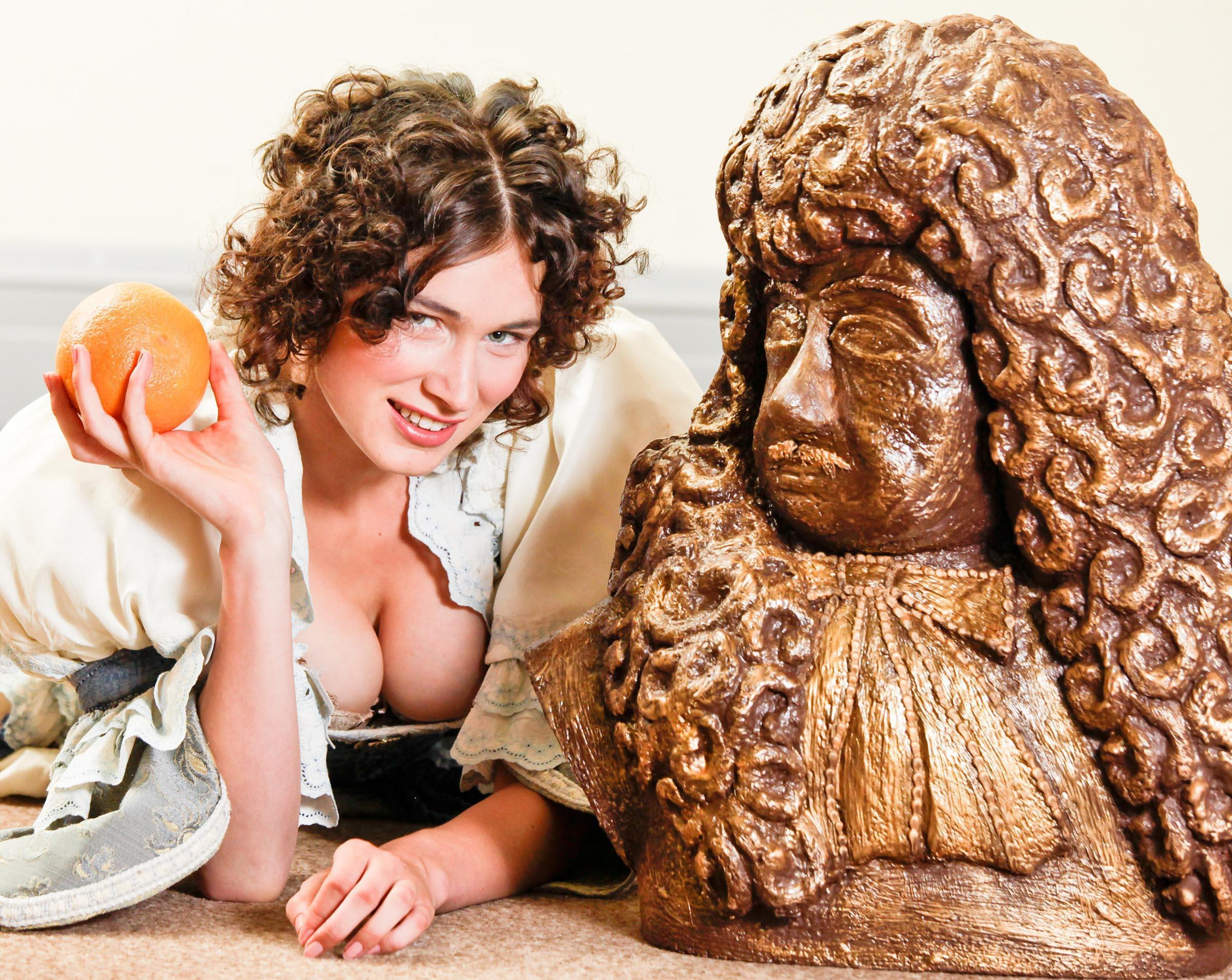 Charles II sculpture and Jenna from Grimsby dressed as Nell Gwyn