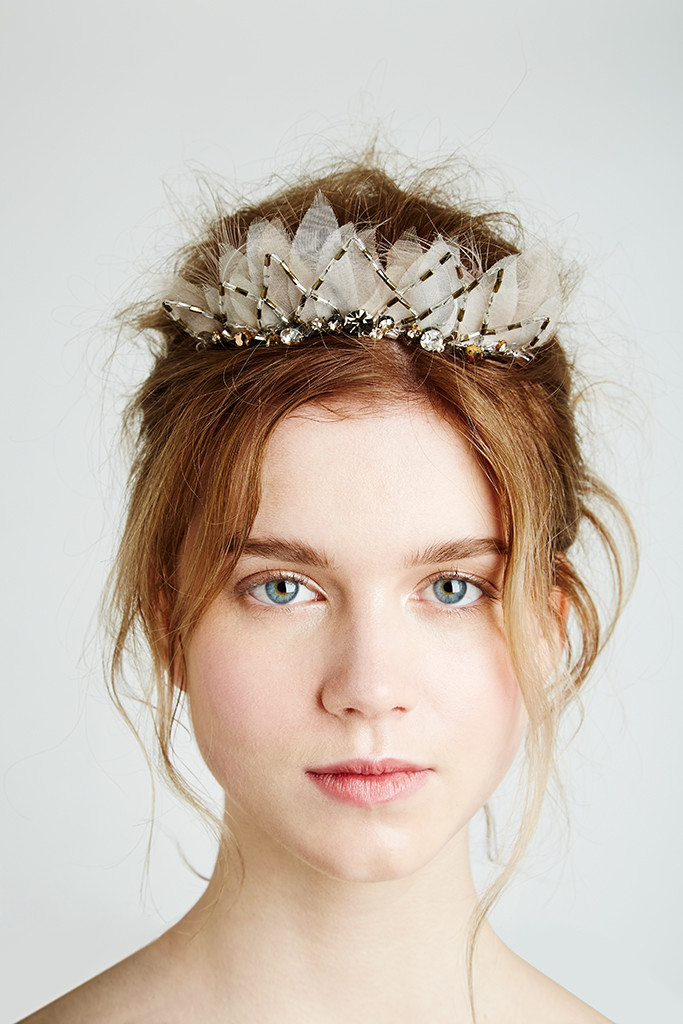how to wear feathers in your hair