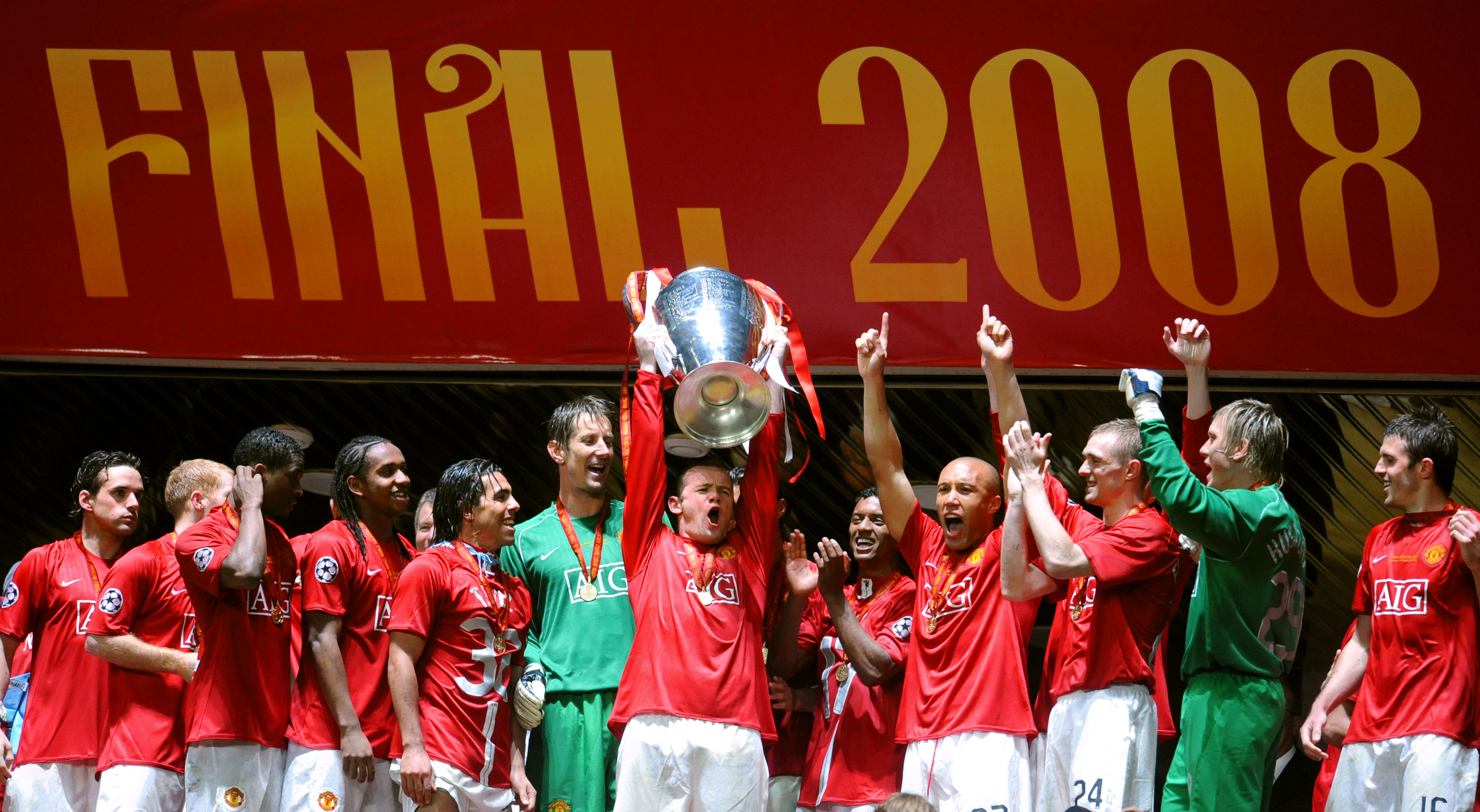 Wayne Rooney lifts the Champions League trophy with Manchester United