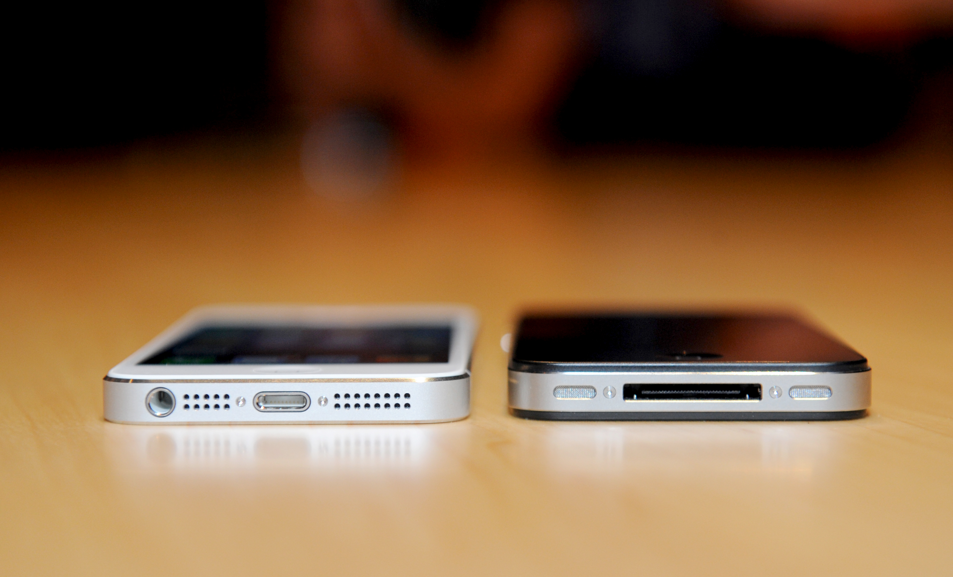 Applie iPhone 5 (left) and 4s (right)