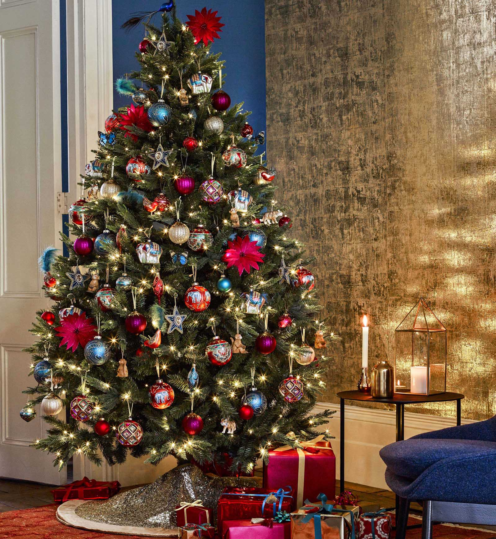 4 Ways To Transform Your Christmas Tree With Beautiful Baubles