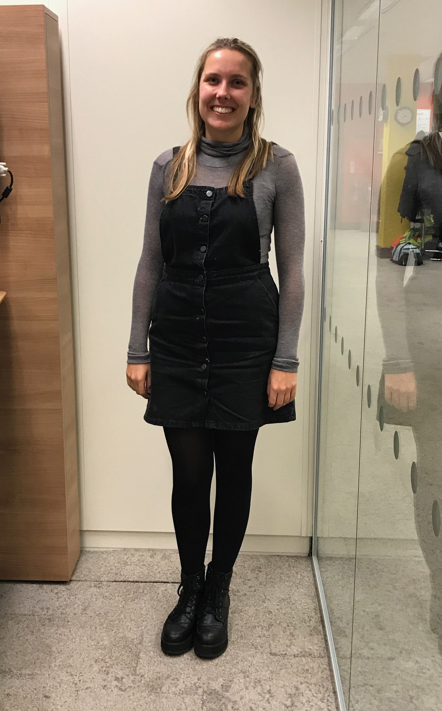 model wears grey turtle neck jumper from 10store.com with her own clothes