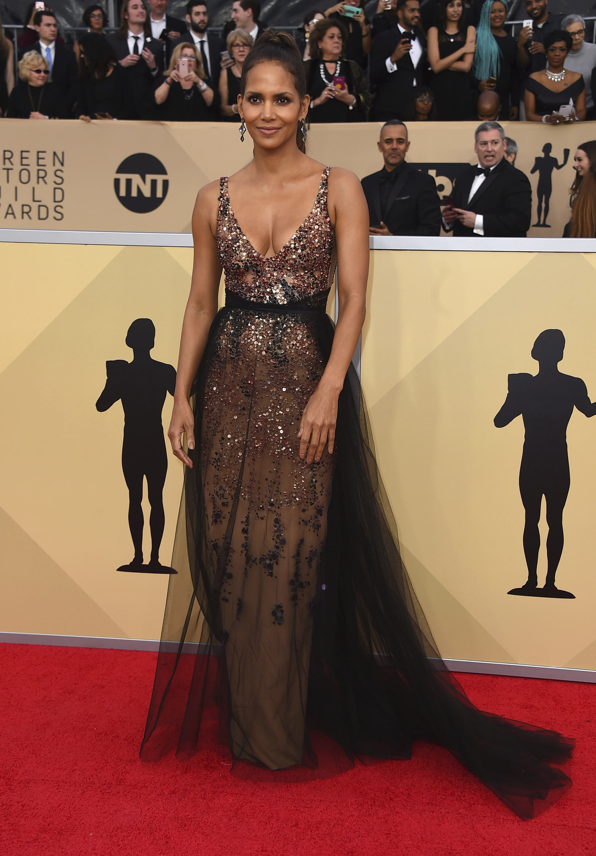 Halle Berry arrives at the 24th annual Screen Actors Guild Awards