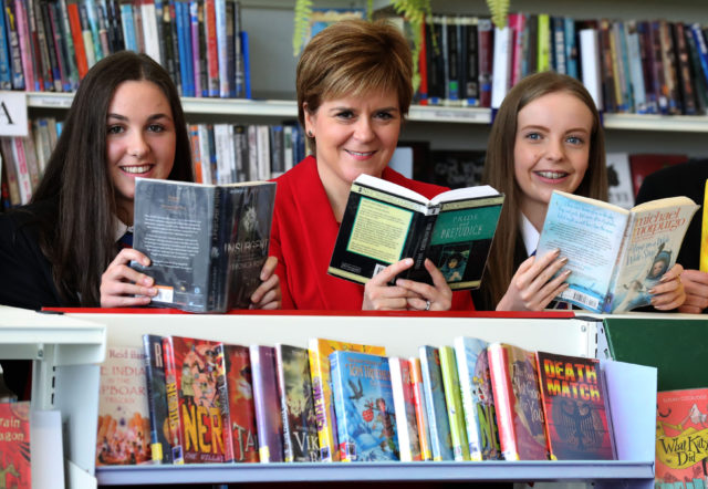 Secondary school pupils 'not reading challenging enough books'