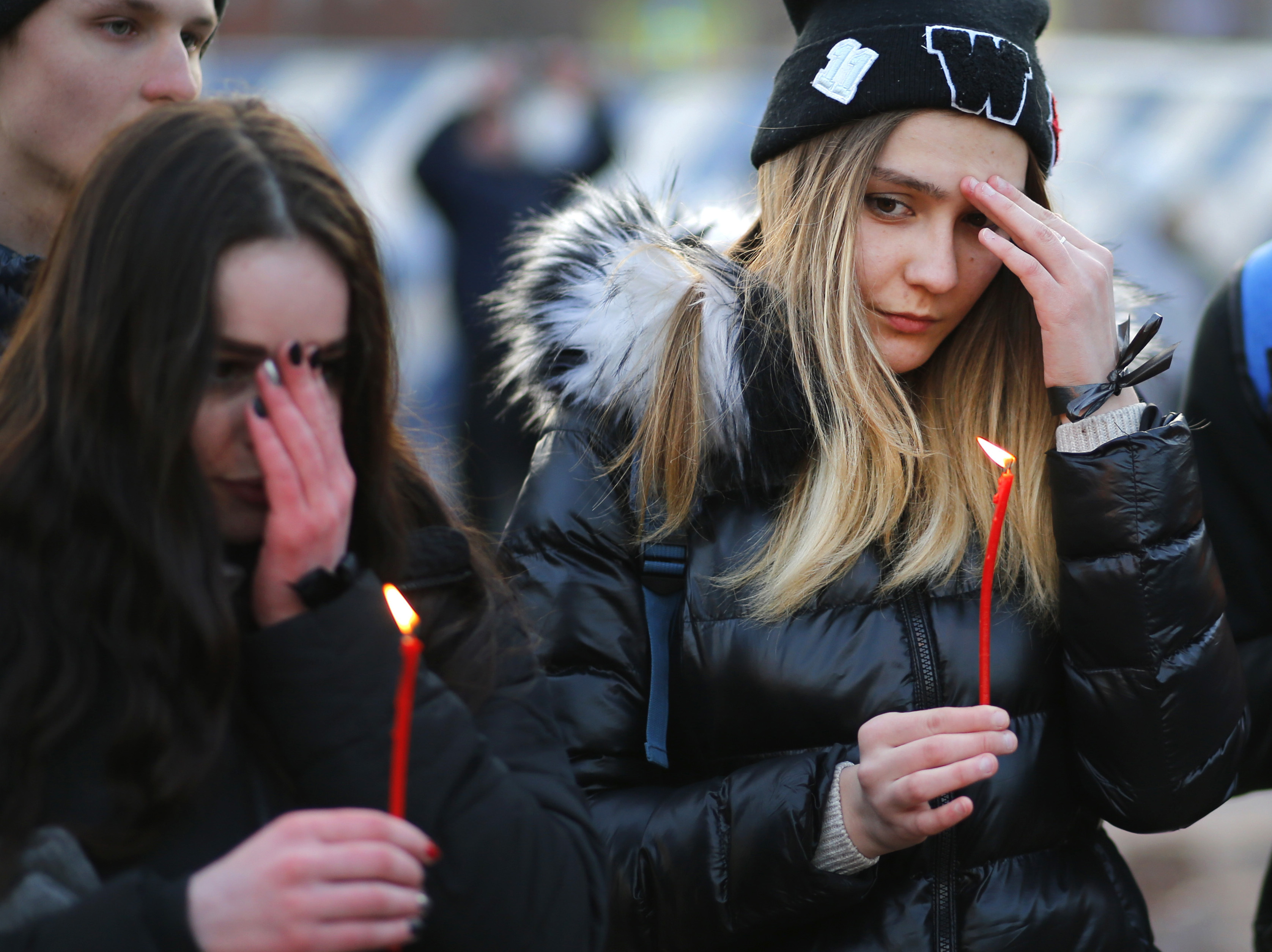 Kemerovo fire: First funerals held for victims as day of mourning declared