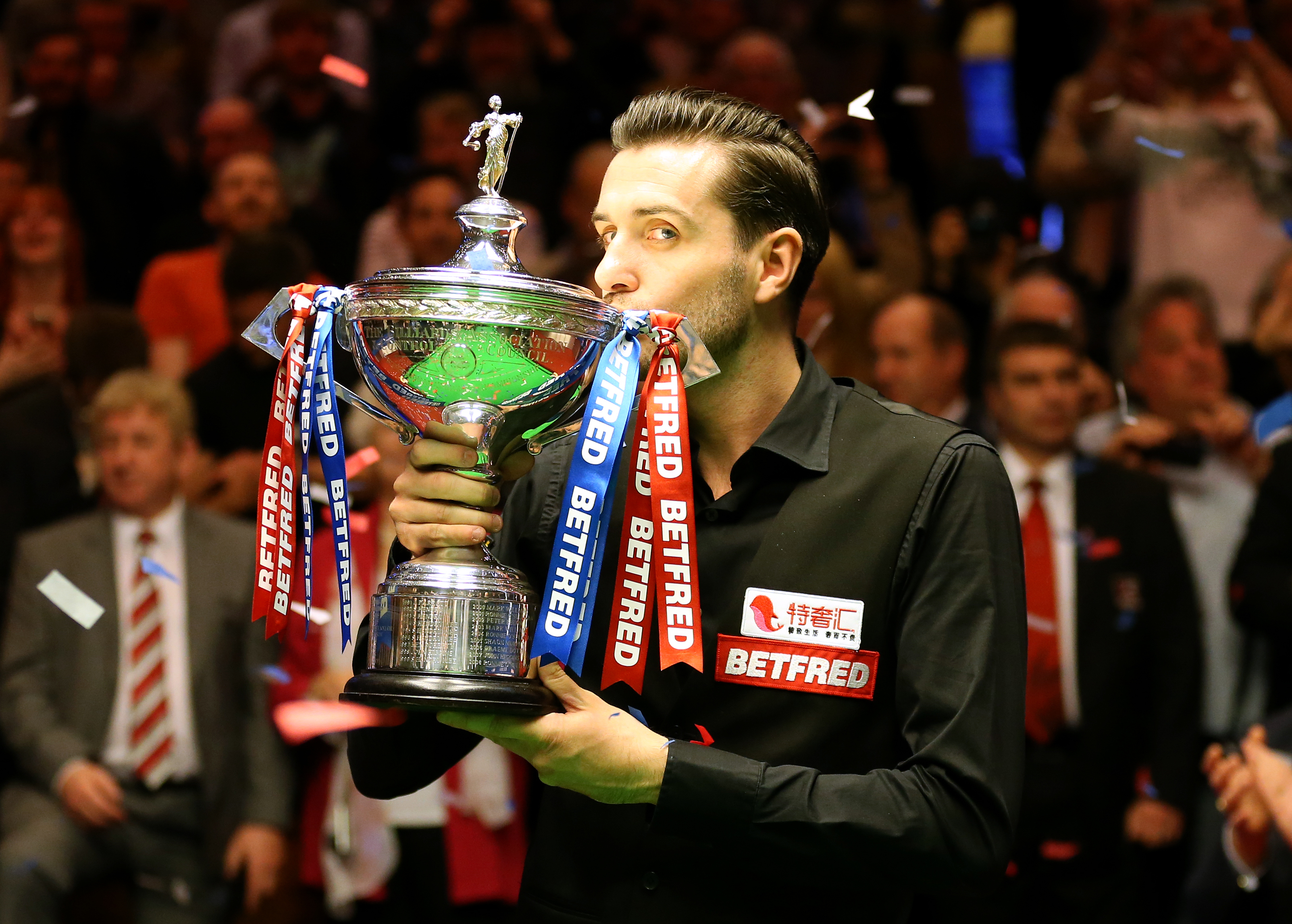 Mark Selby celebrates winning the 2017 Snooker World Championships