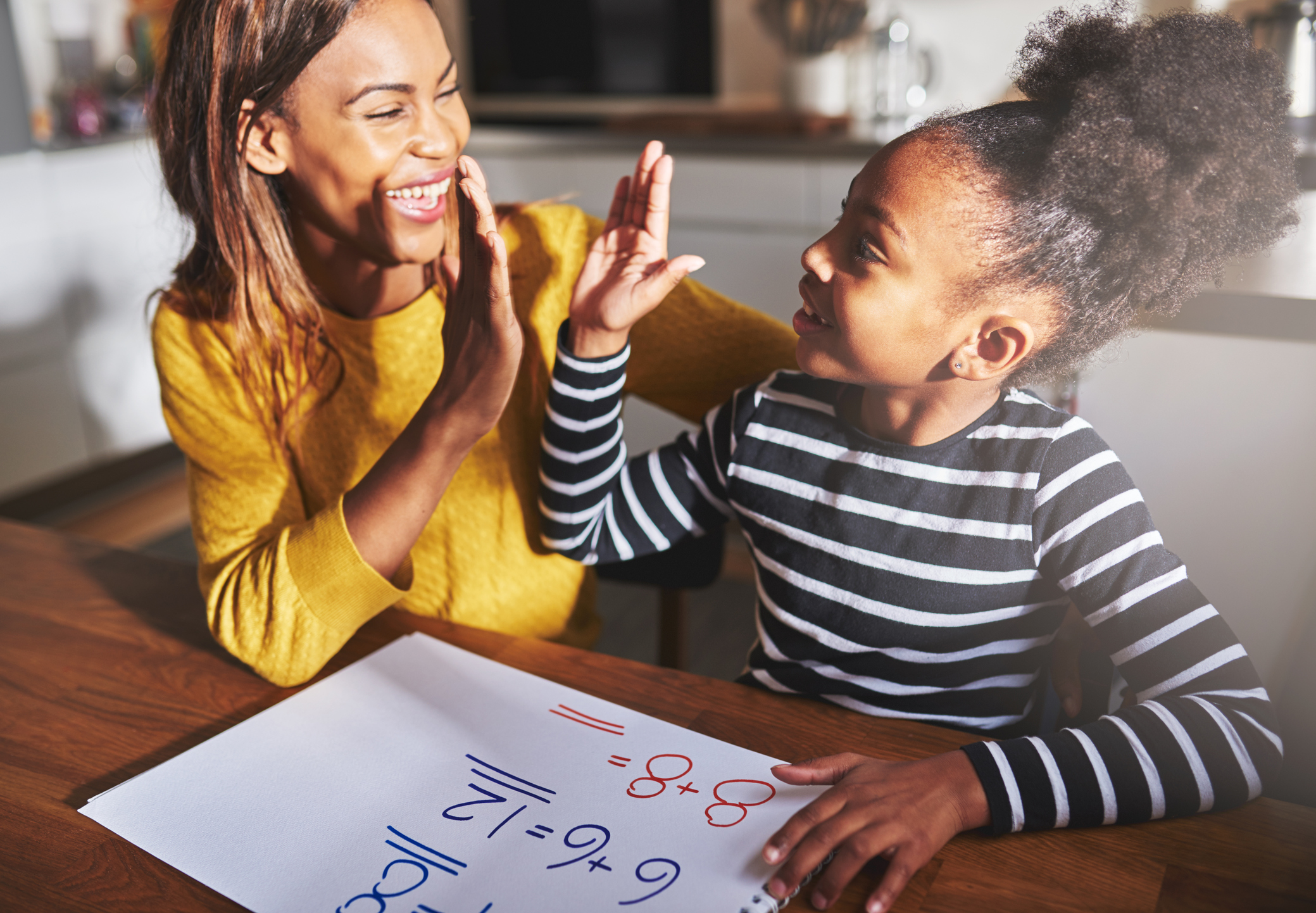 A mother and daughter high five (Thinkstock/PA)