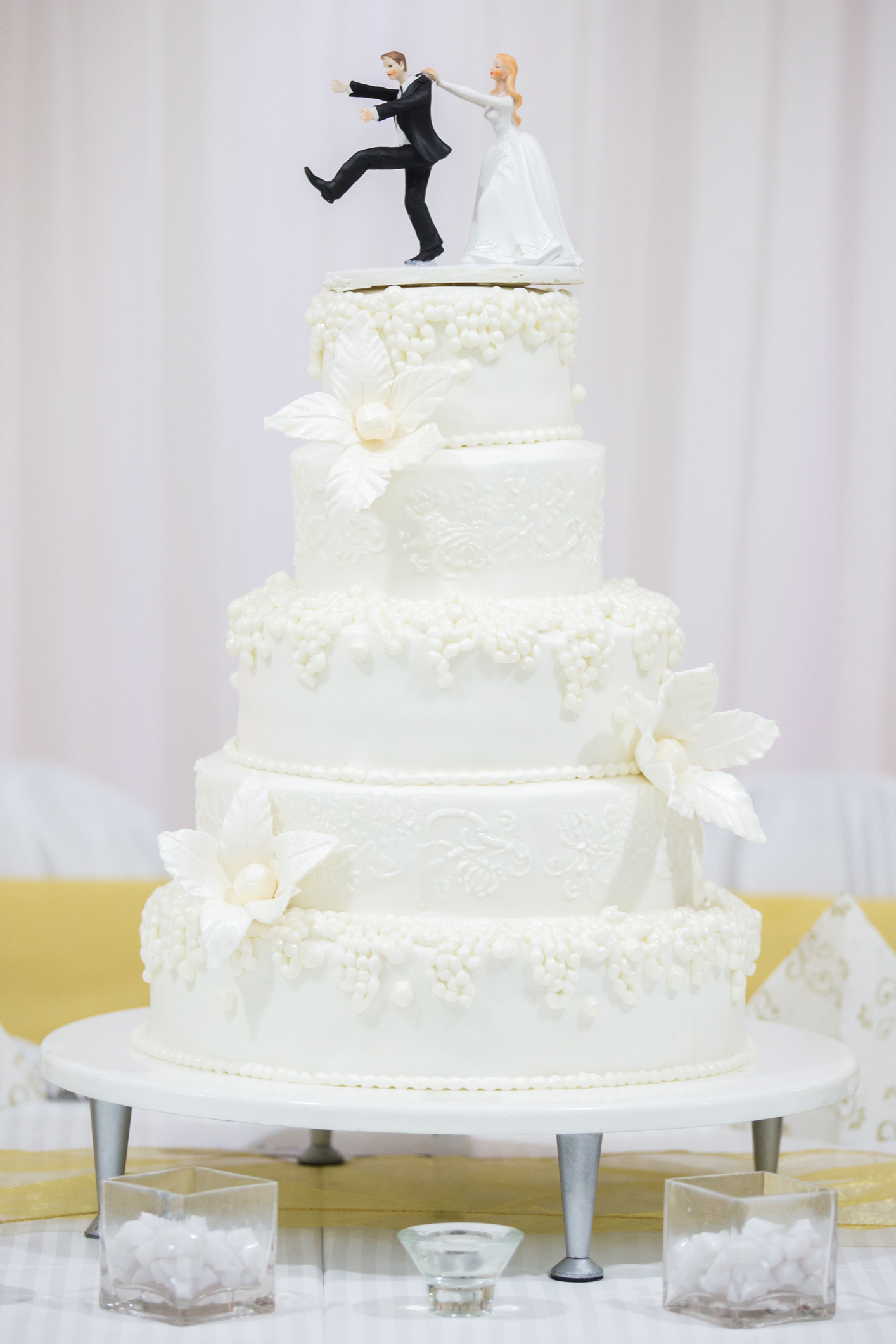 From icing techniques to towering tiers: A look at how wedding cakes ...