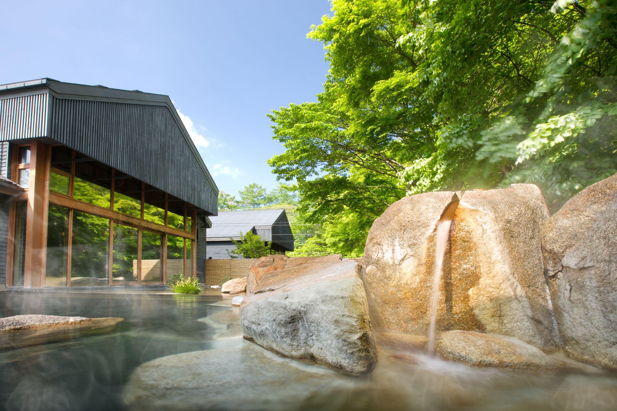 The hot springs of Tombo-no-yu (Hoshinoya / PA)