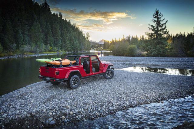 Heavy-duty Jeep Gladiator pick-up revealed