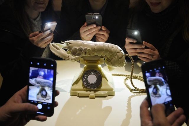 Dalí lobster telephone to remain in United Kingdom  after Scottish buyer found