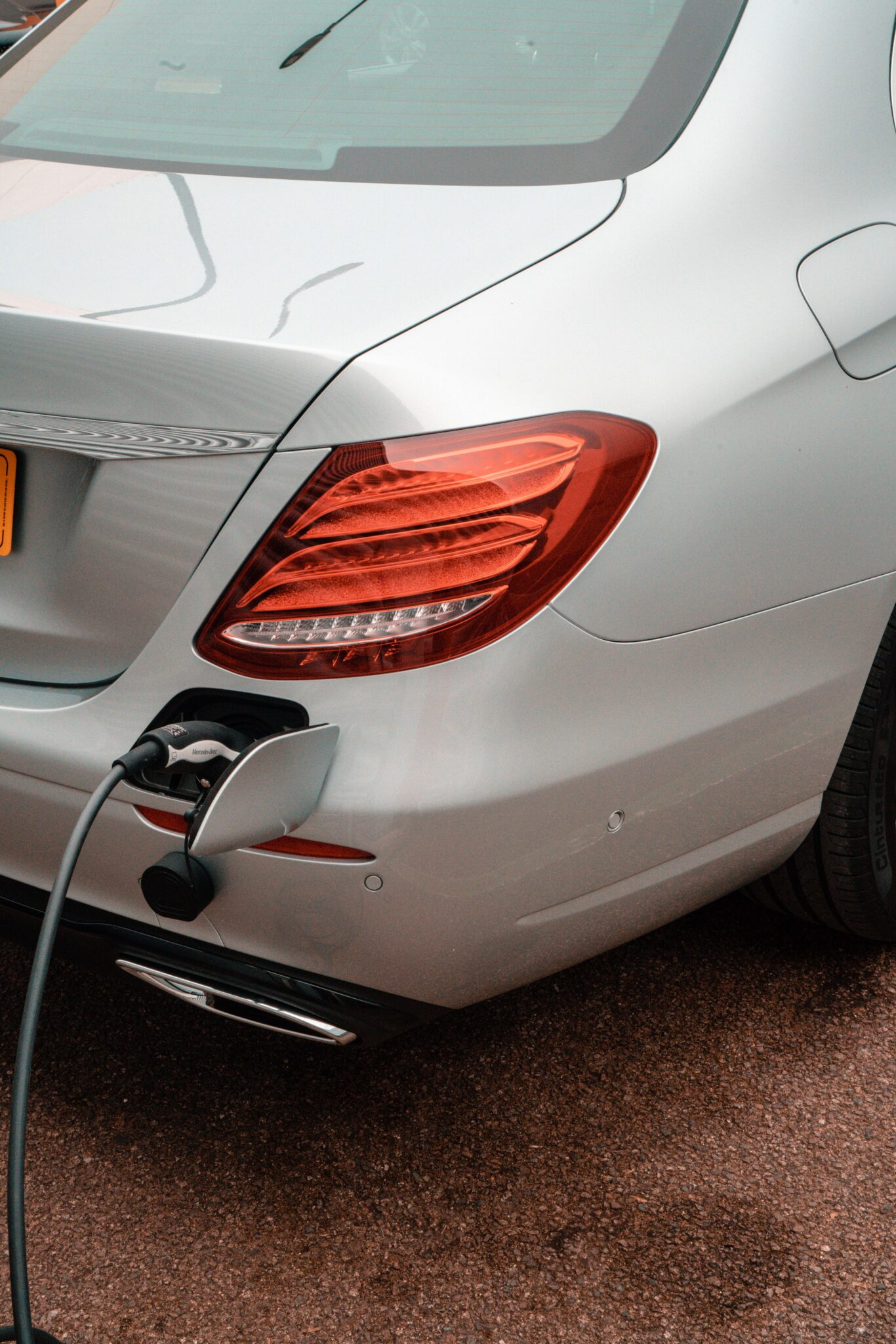 The E 300 de can easily be plugged in
