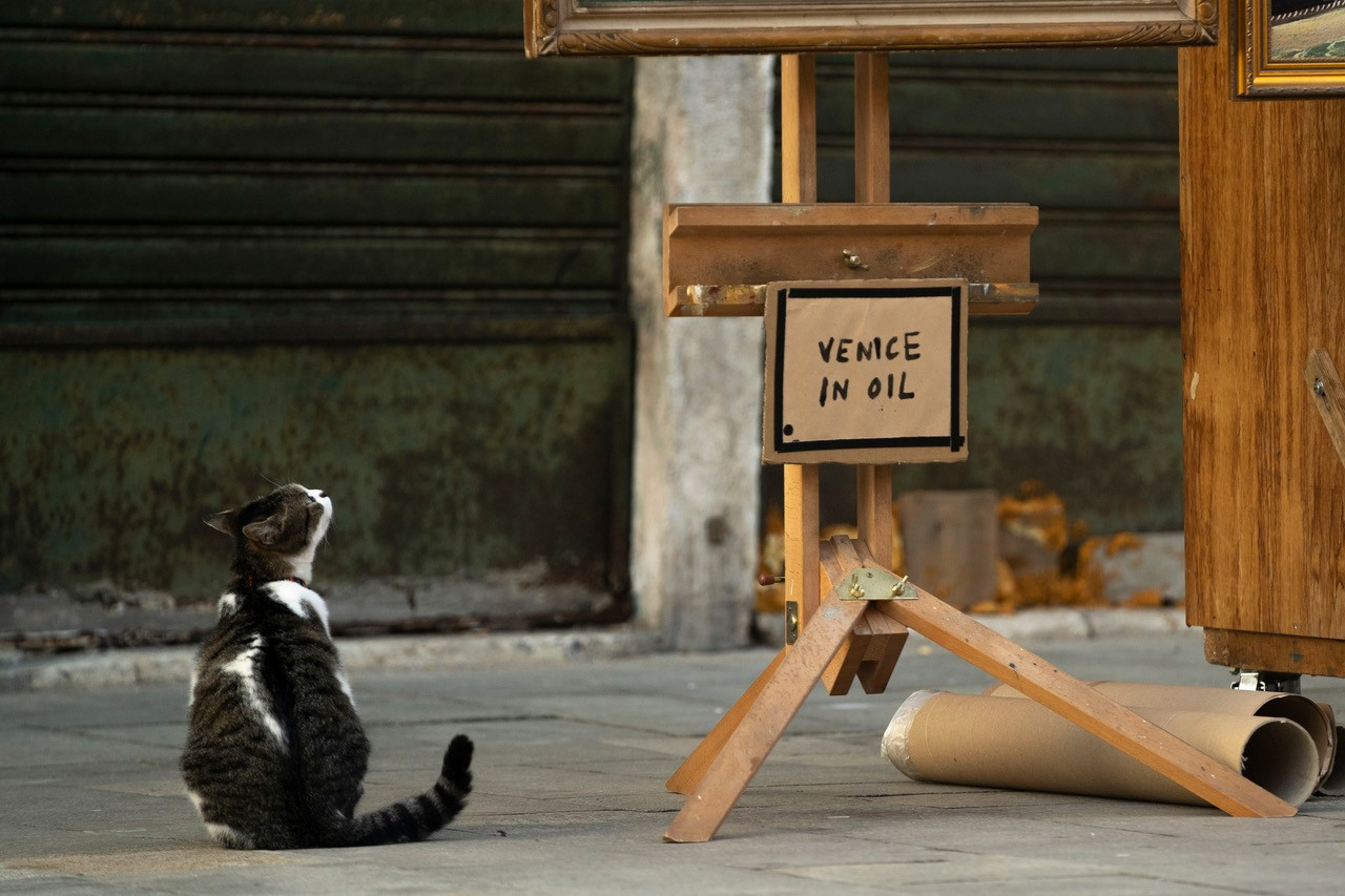 Guerrilla artist 'Banksy' sets up stall outside Venice Biennale