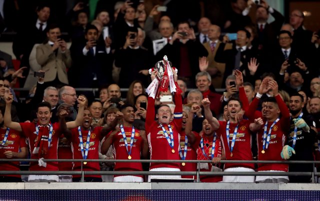 Wayne Rooney lifts the trophy