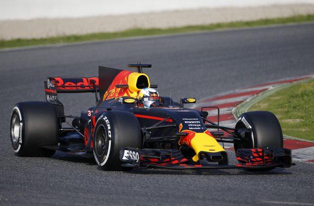 Daniel Ricciardo also had problems at the Circuit de Catalunya