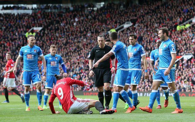 Surman appeals to referee Kevin Friend (Richard Sellers/Empics)