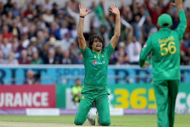Mohammad Irfan in action for Pakistan against England