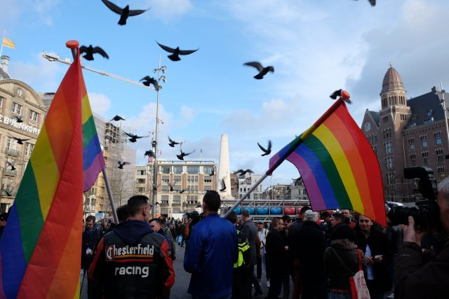 Hundreds march through Amsterdam in solidarity with beaten gay couple
