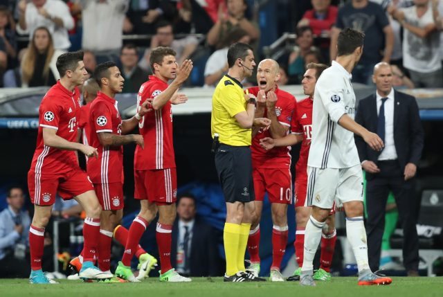 Bayern Munich's Arjen Robben complains as referee Viktor Kassai, sends off Arturo Vidal (Mike Egerton/Empics)