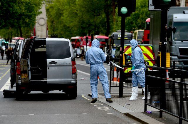 UK police arrest man with knives on suspicion of terrorism