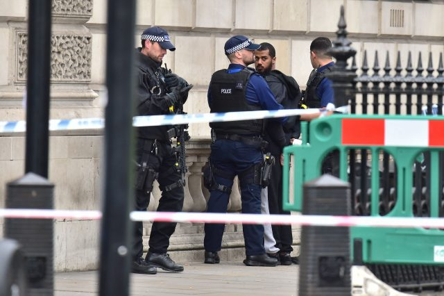 London police arrest knife-carrying suspect on suspicion of terrorism