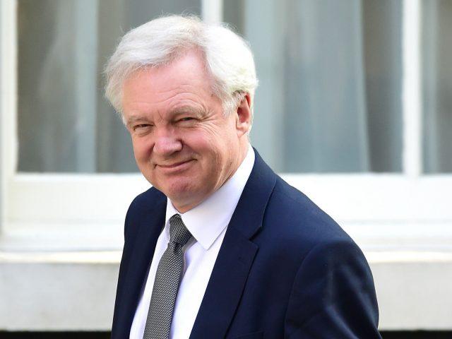 UK Brexit chief rejects 100 billion-euro Brexit bill