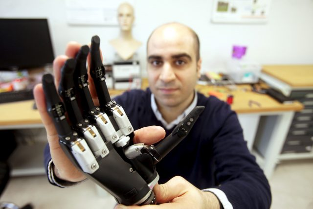 Researchers develop 'seeing' bionic hand with 99p camera