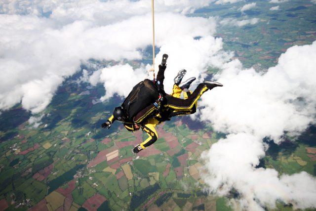 British WWII veteran, 101, breaks skydiving record