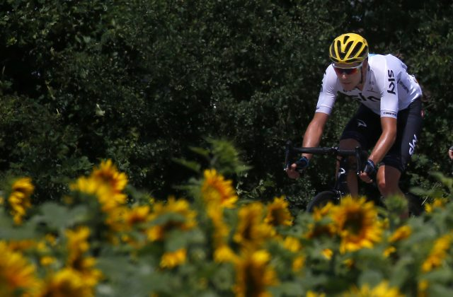 Chris Froome leapfrogs Geraint Thomas into yellow jersey at Tour de France