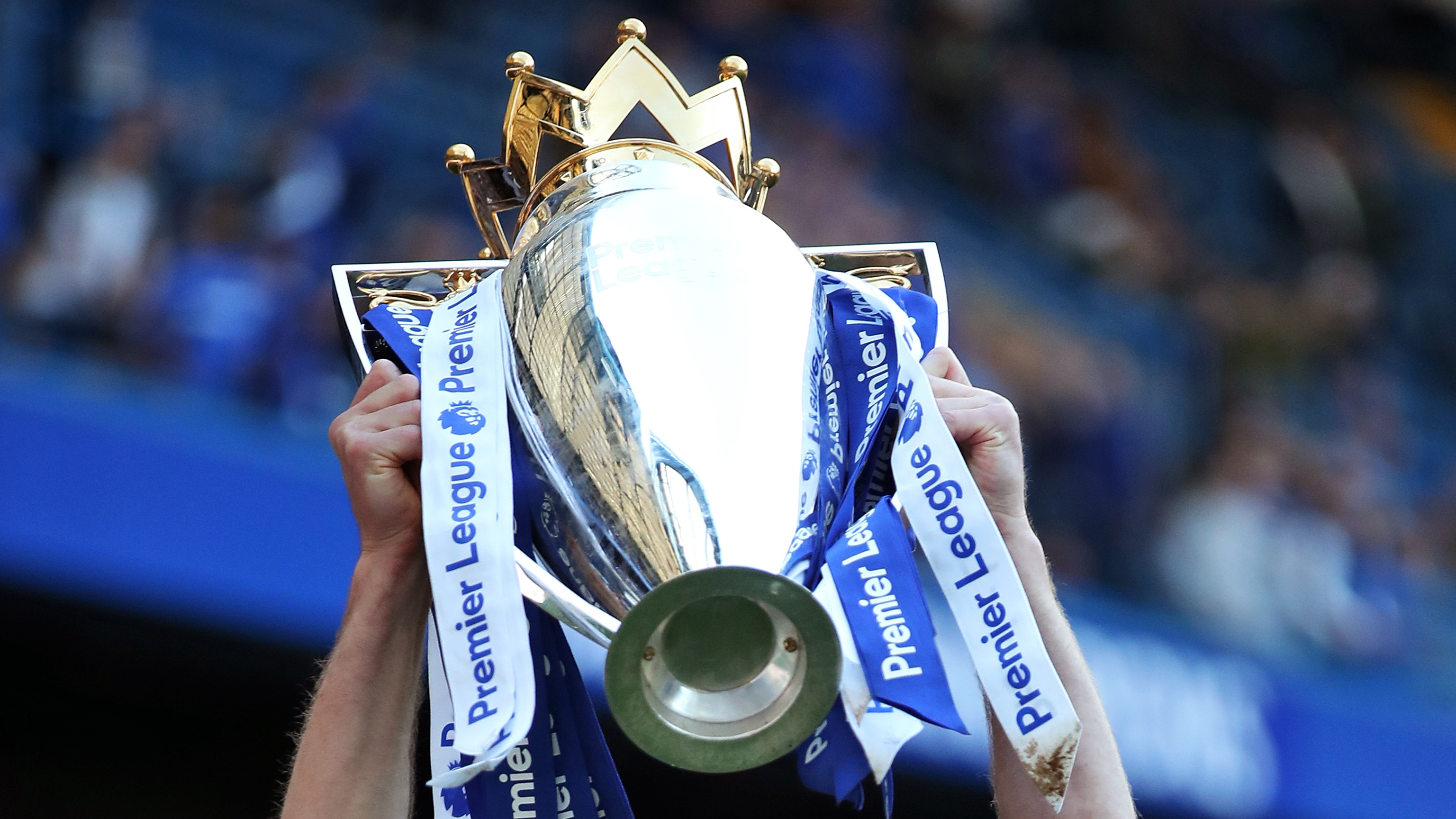 Gary Cahill lifting the Premier League trophy