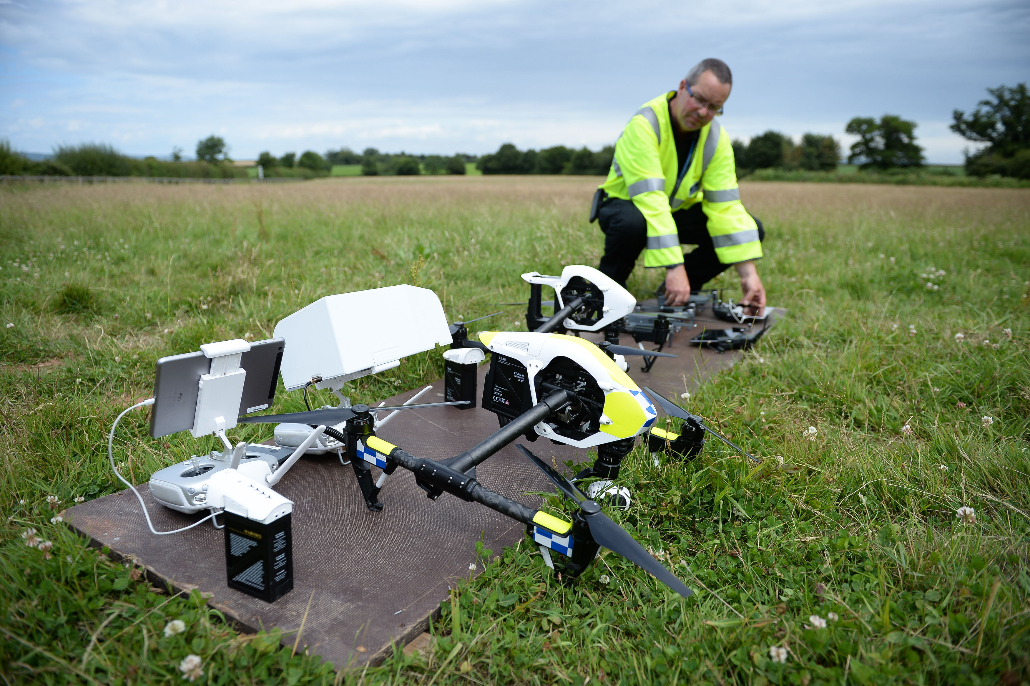 do drones have lights with Police Launch First Fully Operational Drone Unit In The Uk All You Need To Know on Best Mini Drones 50 Dollars Mini Drones Review also Roaring 20s Fashion For Women moreover A Terra Vista A Noite Do Espaco E Um Mundo De Luz E Escuridao 1576406 furthermore 12718 as well A  Catenaries.