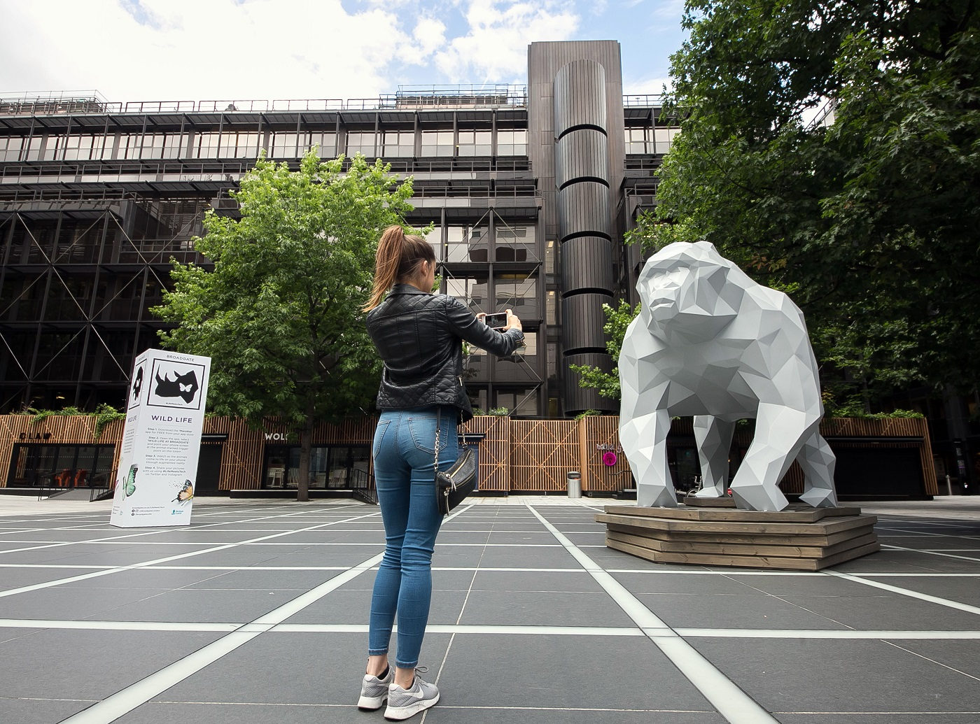 d1f17060 Augmented reality animals come to life in this futuristic London ...