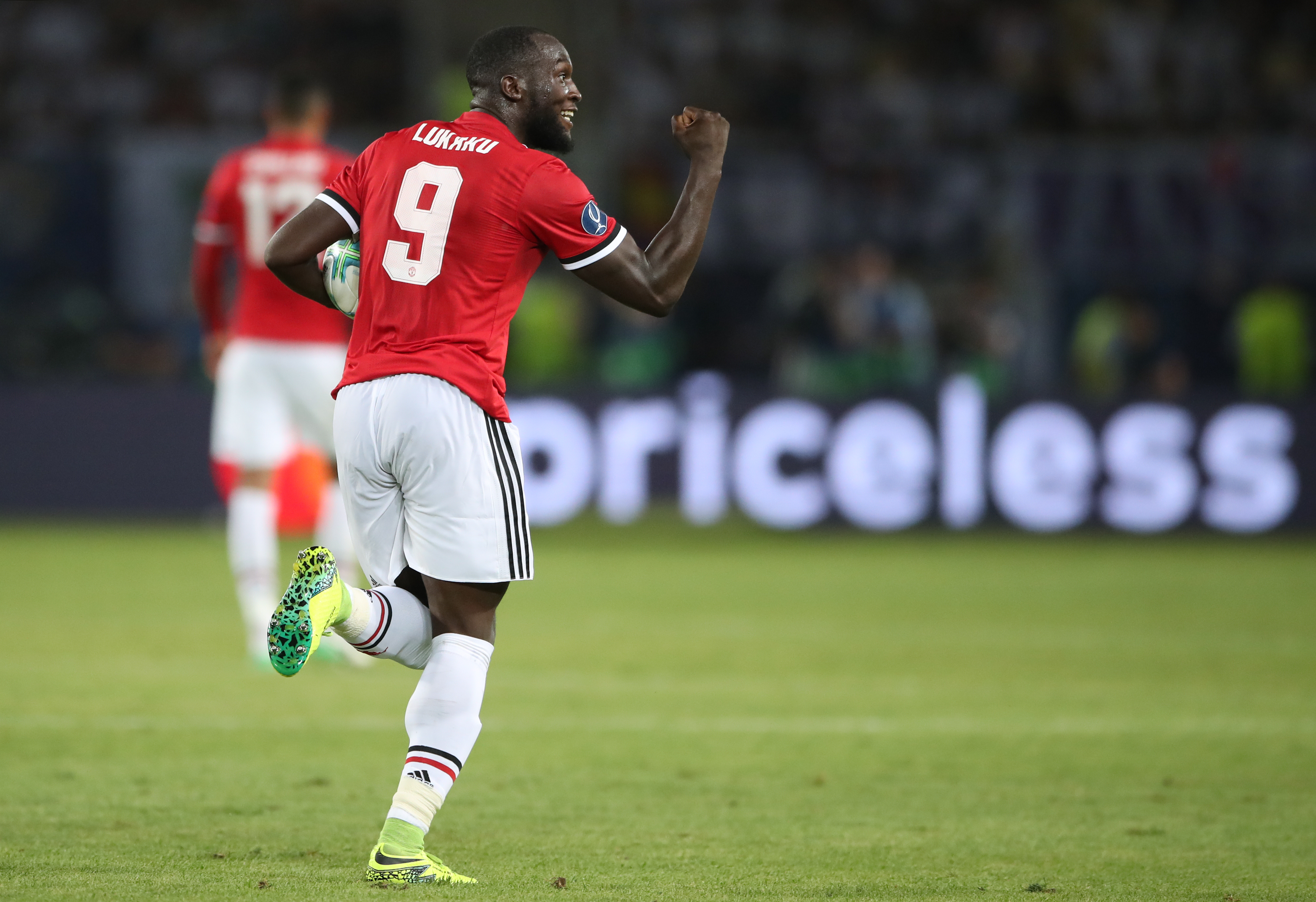 Manchester United's Romelu Lukaku celebrates scoring his side's first goal of the game