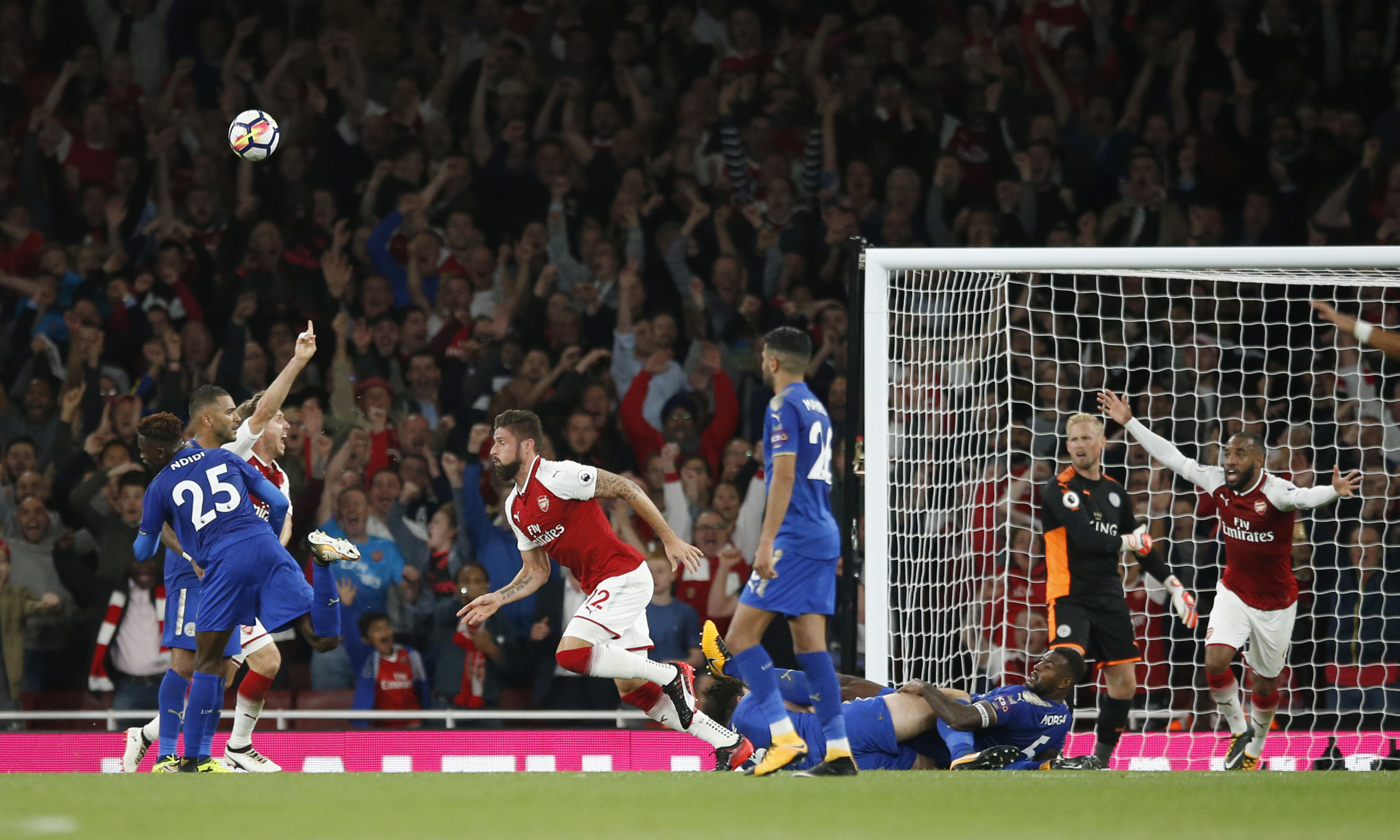 Olivier Giroud scores the fourth goal for Arsenal