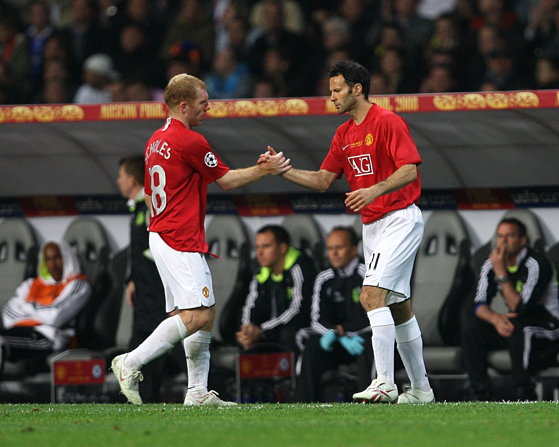 Manchester United's Paul Scholes and Ryan Giggs