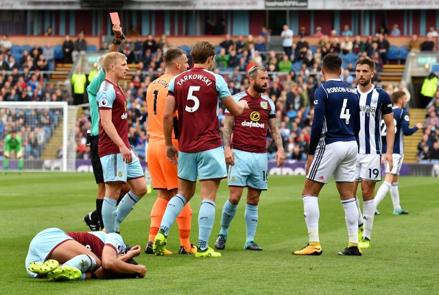 Stephen Ward: Burnley defender signs new contract until 2019