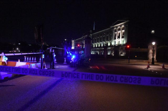 A police cordon outside Buckingham Palace