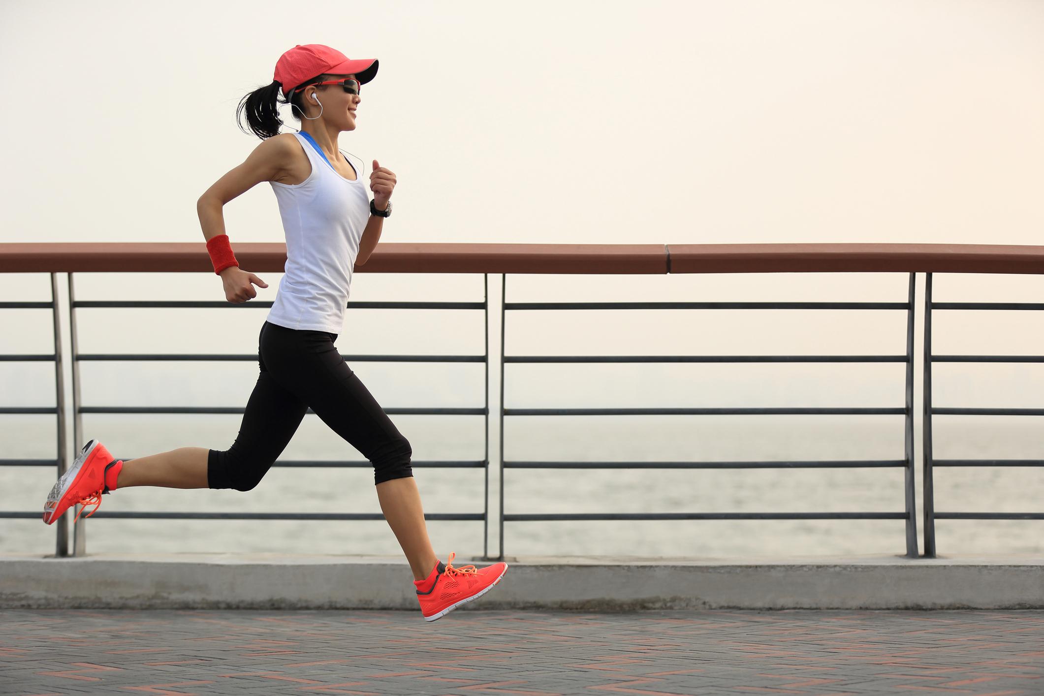 Woman running (lzf/Thinkstock)