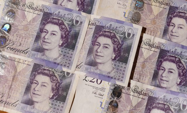 Several £20 notes