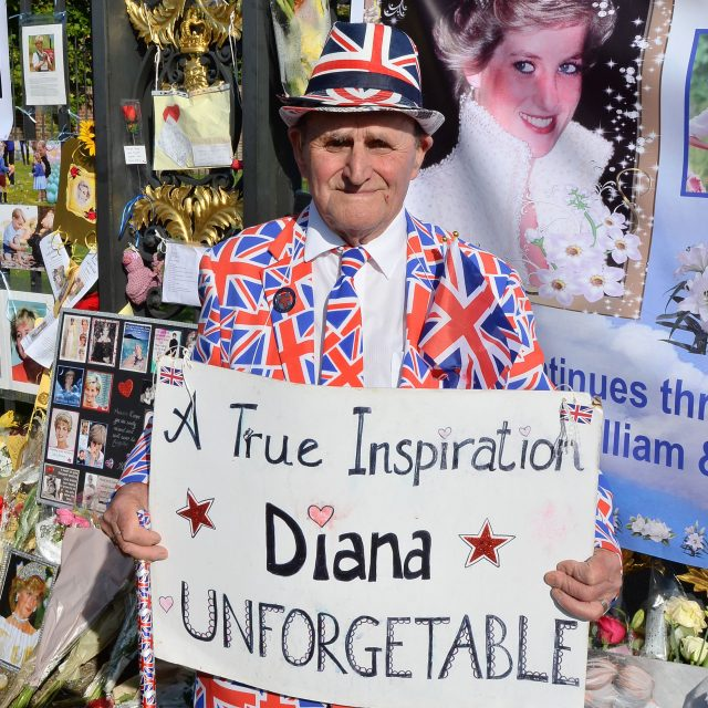 Royal fan Terry Hutt amongst tributes to mark the twentieth anniversary of the death of Diana, Princess of Wales, outside Kensington Palace (John Stillwell/PA)