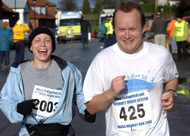 Jane Tomlinson  completing the Brass Monkey Run half marathon in York with husband Mike