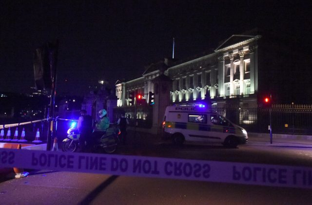 Police cordon outside Buckingham Palace. (Lauren Hurley/PA)