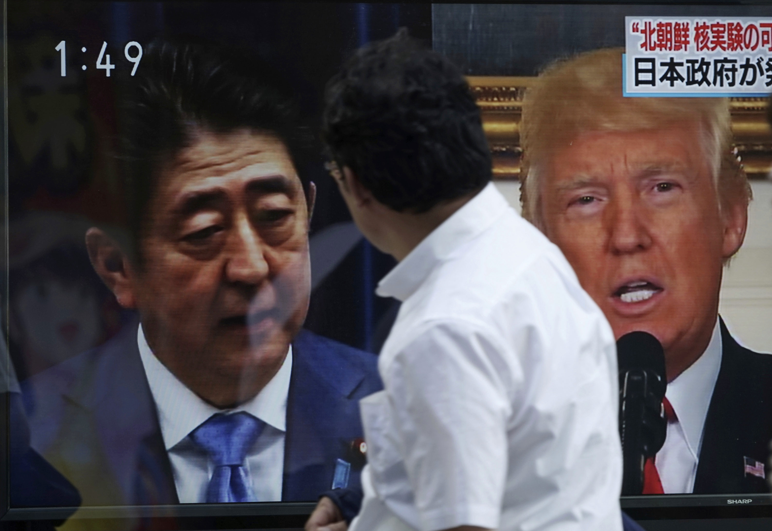 Donald Trump and Shinzo Abe on screens