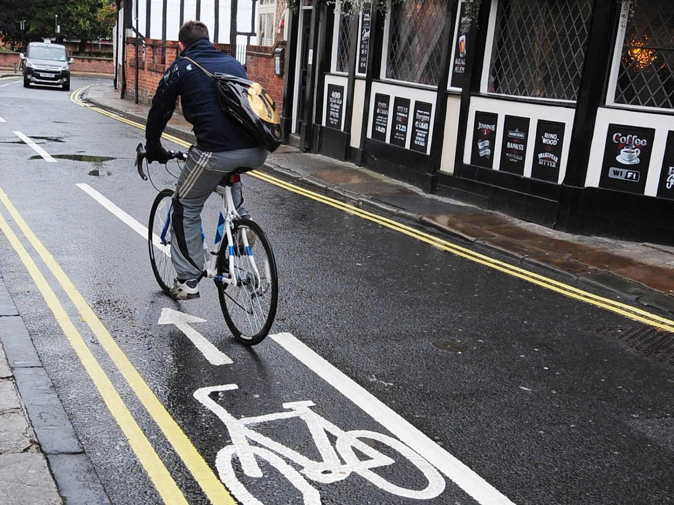 32 pedestrians died and 820 suffered serious injuries after colliding with cyclists from 2005 to 2015 (Anna Gowthorpe/PA)