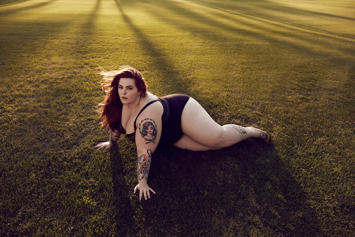 Plus size model Tess Holiday modelling a black swim suit