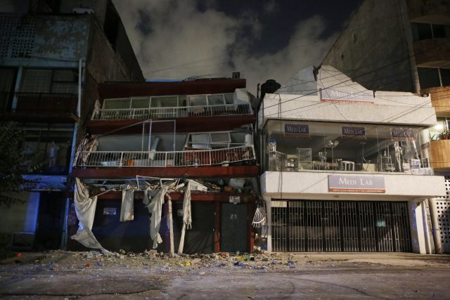 Legendary 'Mole' Rescuers Heroes Again on Mexico City Home Turf