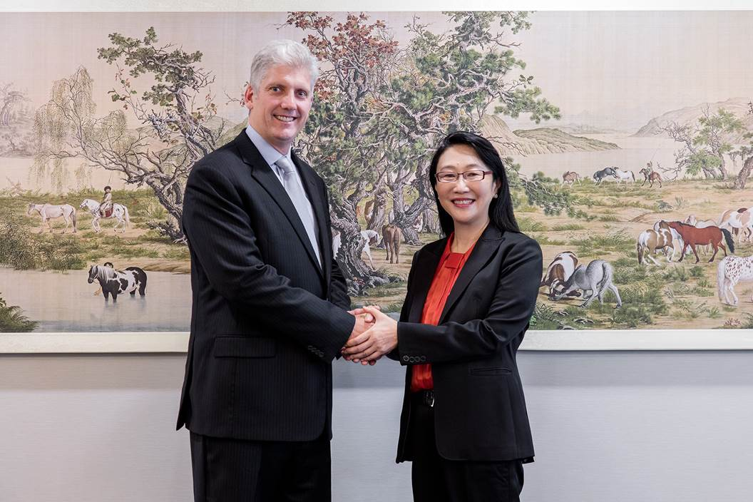 Googls's Rick Osterloh and HTC's Cher Wang