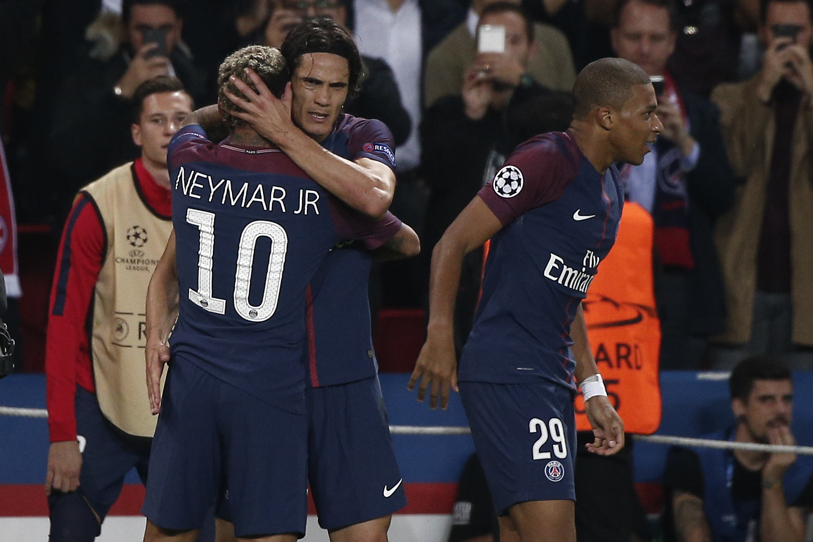 Neymar and Edinson Cavani during a Champions League game