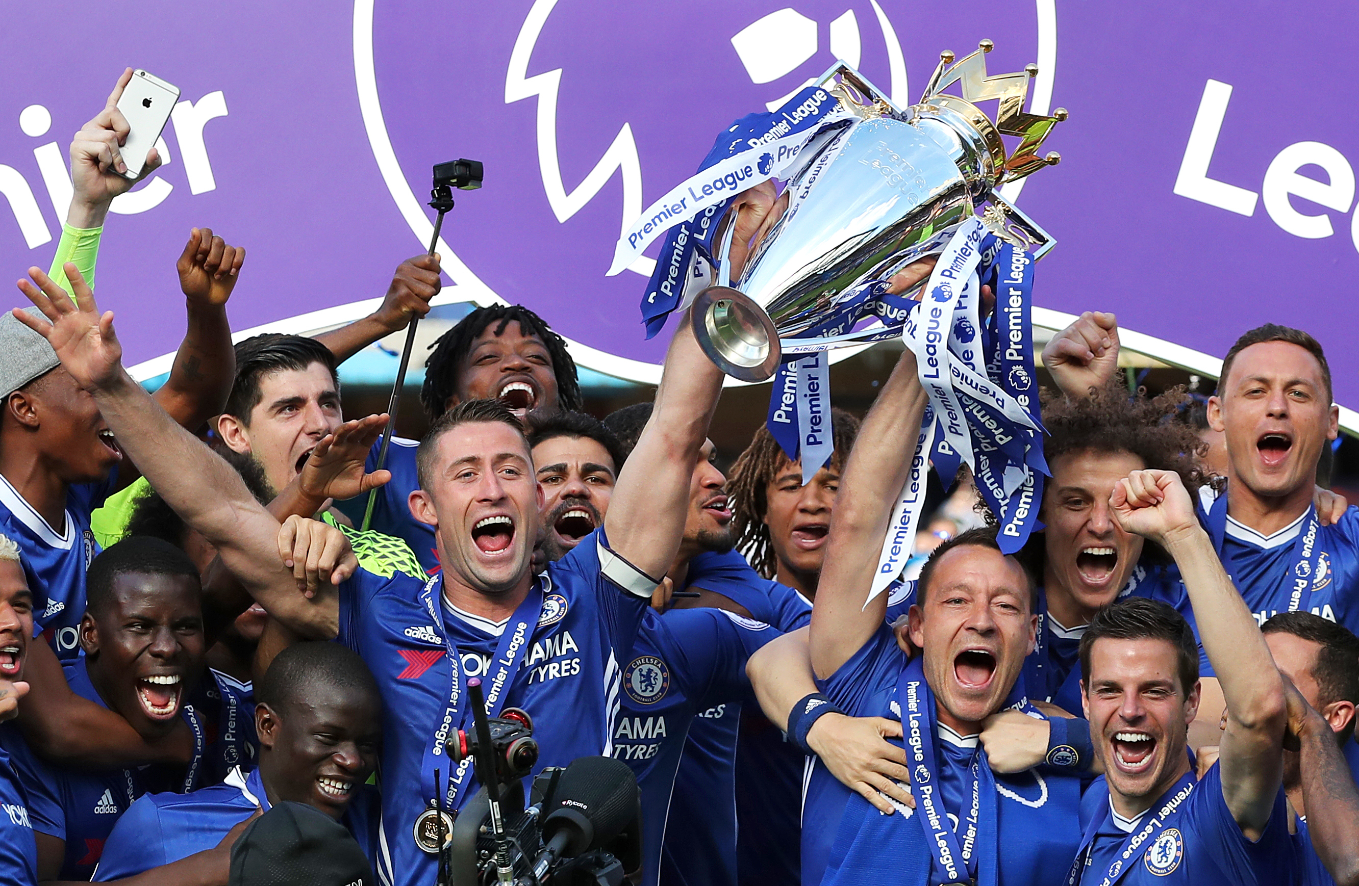 Chelsea lift the 2016/17 Premier League title